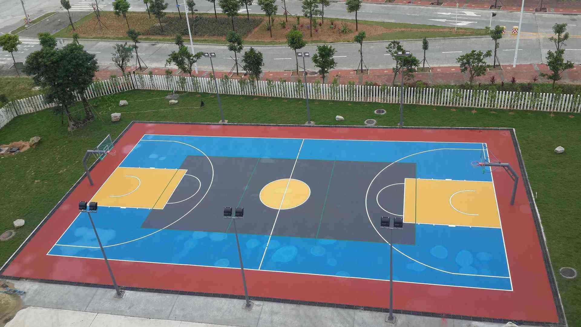 篮球场施工厂家告诉您篮球场翻新成本大概是多少?